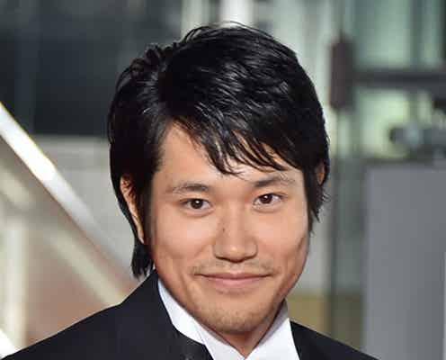 松山ケンイチ、とびきり笑顔で「第28回東京国際映画祭」レッドカーペットに登場