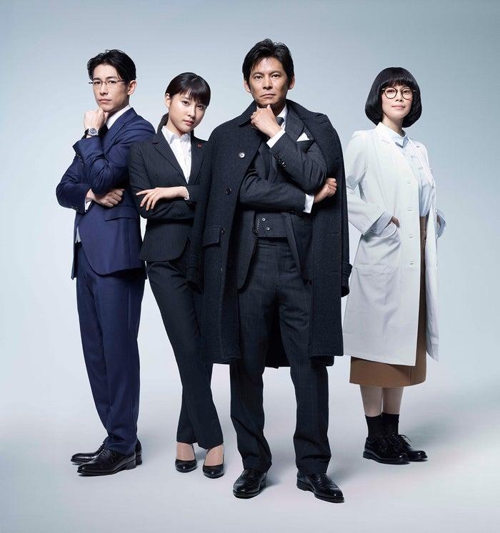 (左から)ディーン・フジオカ、土屋太鳳、織田裕二、中谷美紀(C)TBS