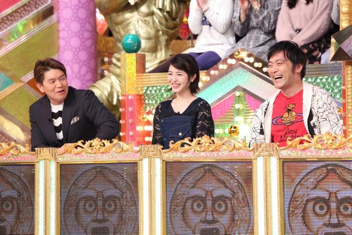 (左から)ヒロミ、浜辺美波、渡辺いっけい (C)日本テレビ