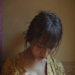 乃木坂46秋元真夏、ランジェリー姿で大人の色気醸す 2nd写真集先行カット解禁