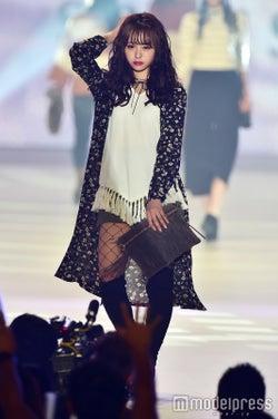 「LARME」モデル佐藤麗奈、ニーハイで魅せる秋の最旬モテコーデ<関コレ2016A/W>