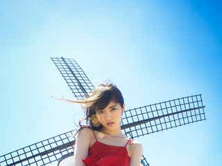 乃木坂46若月佑美、美脚チラ見せSEXYショット 気温45度のスペインで初の下着姿にも体当たり挑戦