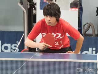 佐野勇斗、真顔でガチ練習 若手注目俳優の「卓球大会出場宣言」どうなる?!裏側に密着<ミックス。>