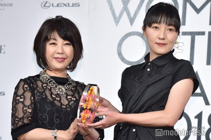 青木明子氏、受賞の瞬間 (C)モデルプレス