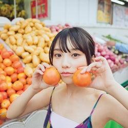 乃木坂46与田祐希、写真集「日向の温度」未収録カット公開 発売から約1年で重版