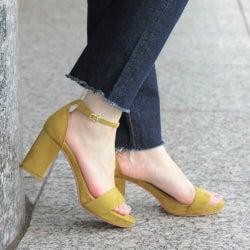 サンダルって【春はいつから】履く?ストラップ・ファーサンダルを履く時期&気温の目安