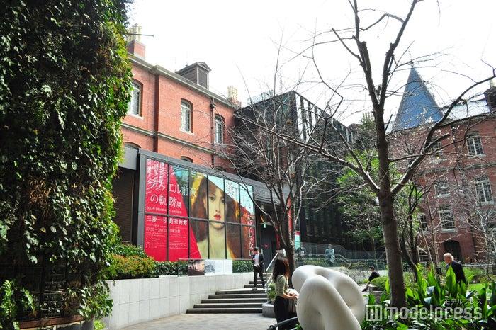 三菱一号館美術館の入り口(C)モデルプレス