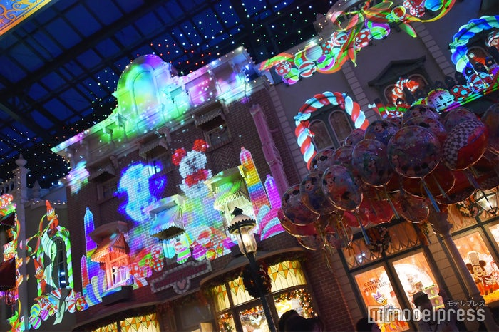 「セレブレーションストリート」クリスマスバージョン (C)モデルプレス(C)Disney