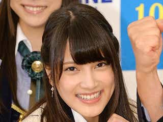 AKB48入山杏奈、千葉県知事らと元気にガッツポーズ
