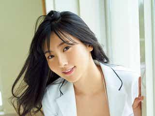 現役慶大リケジョ・福井セリナ、美バストのぞくビキニで魅了