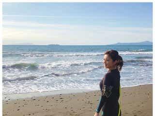久慈暁子アナ、初サーフィン挑戦 ウェットスーツ姿に反響