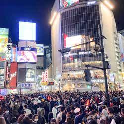 モデルプレス - 渋谷ハロウィン、警察官多数で厳戒態勢 仮装激減でセンター街にも変化