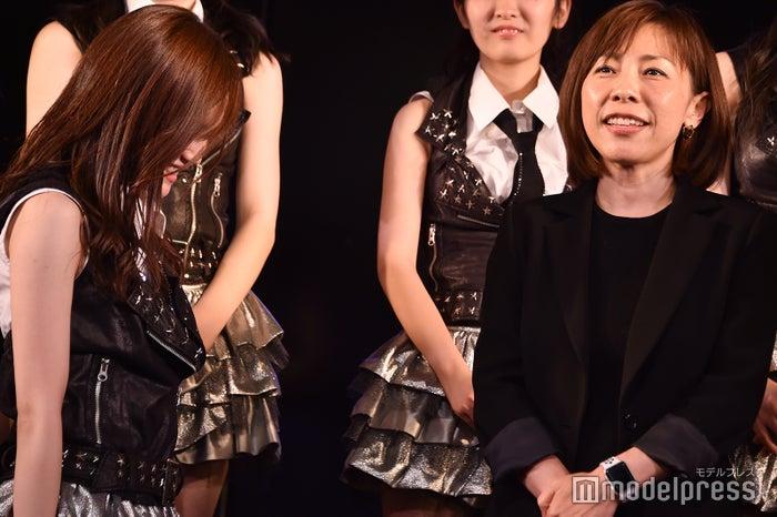 頭を下げるAKB48込山榛香(左)「ヤバいよ!ついて来れんのか?!」公演(C)モデルプレス
