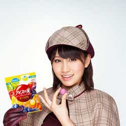 モデルプレス - 前田敦子扮するミニスカ名探偵が「週刊少年サンデー」表紙に登場
