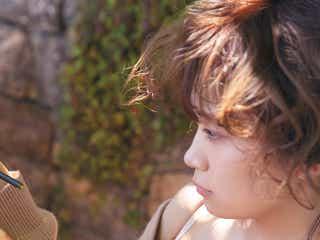 """乃木坂46秋元真夏、まるで""""童話の主人公""""イタリアでの先行カット公開<2nd写真集「しあわせにしたい」>"""