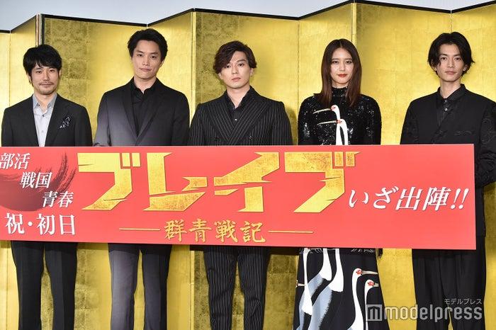 (左から)松山ケンイチ、鈴木伸之、新田真剣佑、山崎紘菜、渡邊圭祐(C)モデルプレス