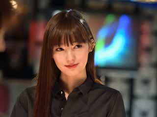 「東京独身男子」美人バー店員が気になる 新人女優・宮本茉由、高橋一生らと共演の感想は?現場裏話明かす<モデルプレスインタビュー>