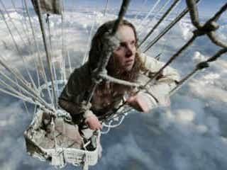高所恐怖症の人は閲覧注意!上空1万メートルで気球をよじ登る『イントゥ・ザ・スカイ』本編映像