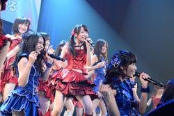 AKB48「AKB48グループ同時開催コンサートin横浜~来年こそランクインするぞ決起集会~」(C)AKS