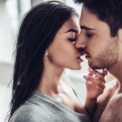 男性が虜になる「キス中の仕草」4つ 色っぽい…