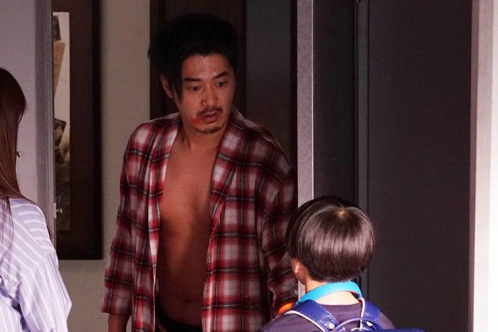 平山浩行/「隣の家族は青く見える」第5話より(C)フジテレビ