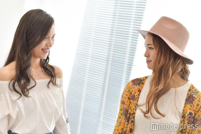(左から)Anly、Leola(C)モデルプレス