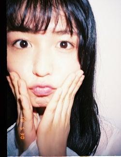 欅坂46長濱ねる、ドアップのフィルム写真 メンバーのらしさ発揮
