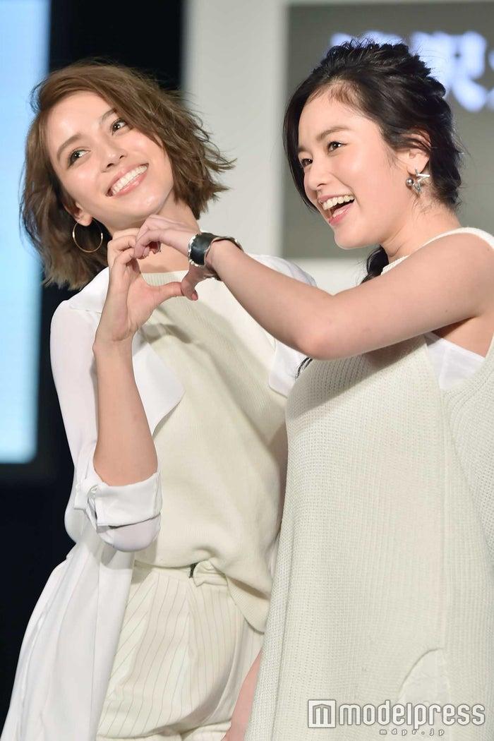 (左から)滝沢カレン、筧美和子(C)モデルプレス