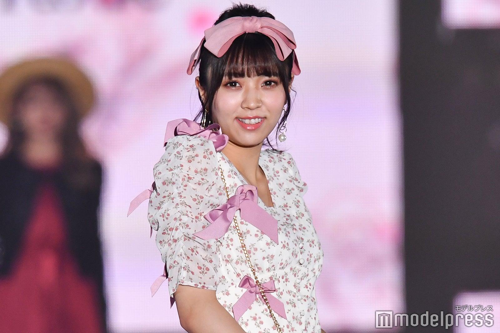 【悲報】小林由依さんピンクが絶望的に似合わない