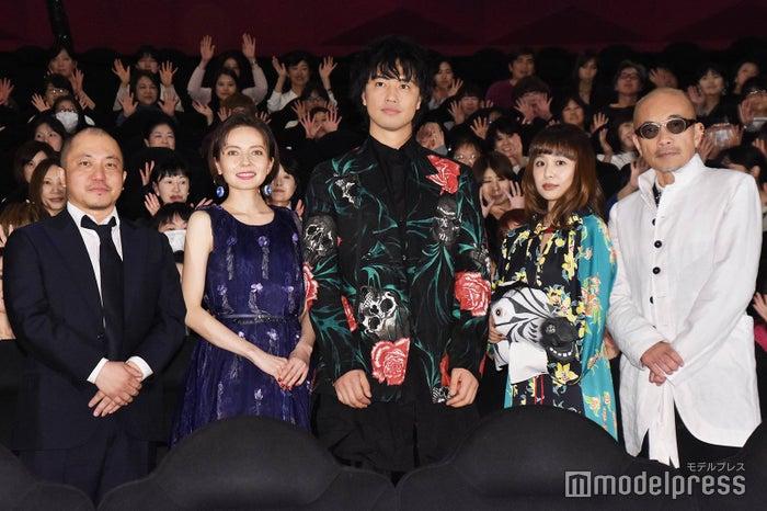 白石和彌監督、ベッキー、斎藤工、もも、竹中直人 (C)モデルプレス