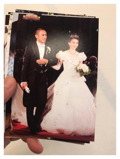 市川海老蔵(左)がブログに乗せた小林麻央さん(右)との結婚式の写真/市川海老蔵オフィシャルブログ(Ameba)より