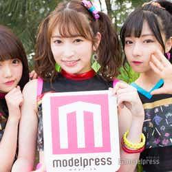 モデルプレスのインタビューに応じた植村梓、吉田朱里、村瀬紗英(C)モデルプレス