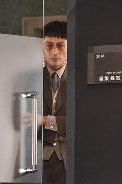 伊勢谷友介/「サバイバル・ウェディング」第1話より(C)日本テレビ