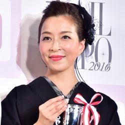 真矢ミキ、後輩・武井咲の結婚にコメント 「25歳まで恋愛禁止」事務所ルールの真相が明らかに