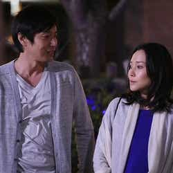 徳井義実、中谷美紀「私 結婚できないんじゃなくて、しないんです」第8話・場面カット(C)TBS