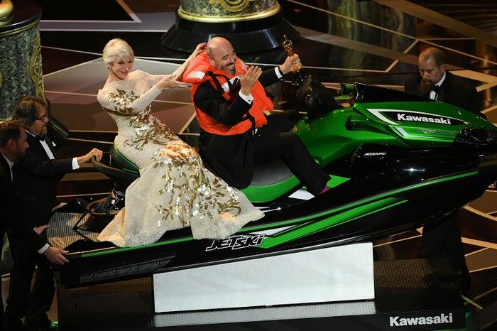 ジェットスキーを獲得したマーク・ブリッジス(右)(写真:Getty Images)