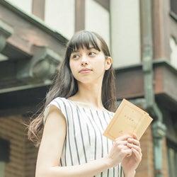 中条あやみ、本を読む姿も美しい 田辺誠一と共演
