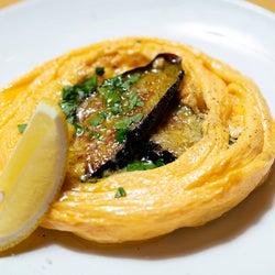 ふわっふわオムレツは必食! 豪快トスカーナ料理を気軽に味わう、神楽坂の人気イタリアン『アルベリーニ』
