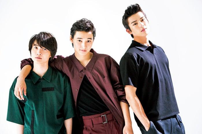 (左から)神木隆之介、山崎賢人、新田真剣佑(画像提供:エムオン・エンタテインメント)