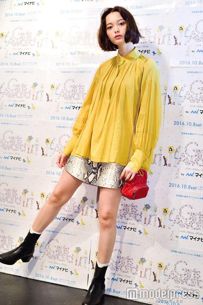 玉城ティナさんの秋のリアル私服をチェック!(C)モデルプレス
