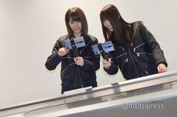 最先端技術を体験中の土生瑞穂、菅井友香 (C)モデルプレス
