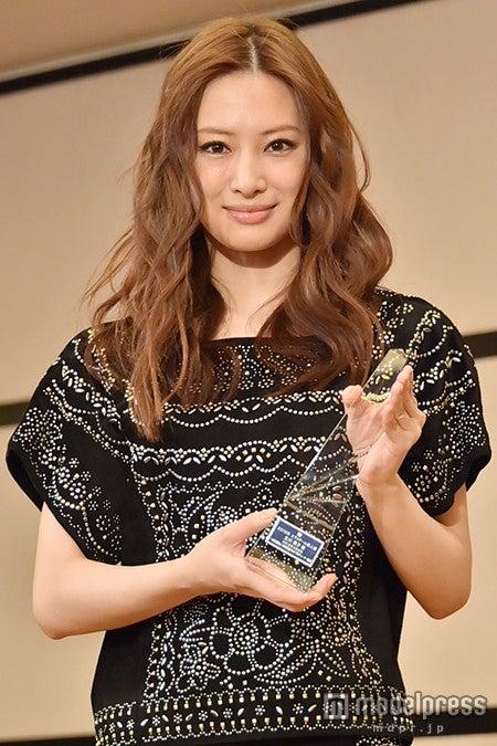 北川景子、報道陣の質問攻めにタジタジ「これくらいで勘弁して下さい」【モデルプレス】