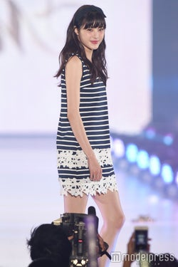 佐藤ありさのドーリーフェイス&ファッションに視線集中<関コレ2016S/S>