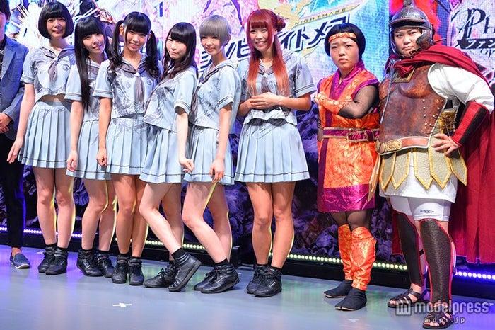 (左から)でんぱ組.inc:夢眠ねむ、相沢梨紗、古川未鈴、藤咲彩音、最上もが、成瀬瑛美、おかずクラブ:オカリナ、ゆいP