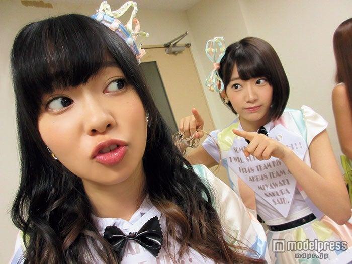 「AKB48 友撮 FINAL THE WHITE ALBUM」の誌面カット