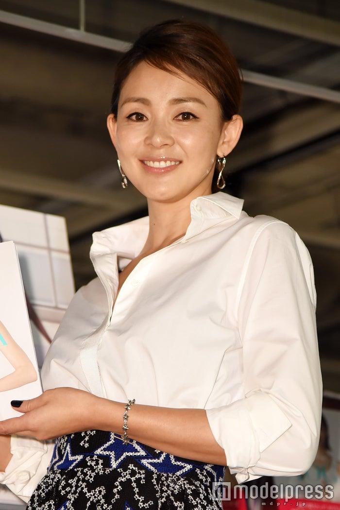 自著「SHIHO loves YOGA ~おうちヨガ~」発売記念イベントを開催したSHIHO(C)モデルプレス