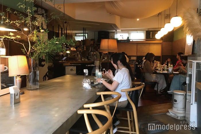 グランド喫茶『シヤチル』の店内風景