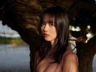"""""""三重の原石""""岡田佑里乃、SEXYな透け衣装で美谷間あらわ<アザーカット到着>"""