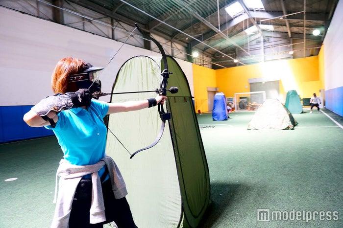 2チームに分かれて矢を打ち合う/画像提供:ASOBIBA