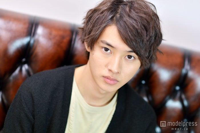 モデルプレスのインタビューに応じた山崎賢人